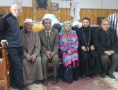 صور.. مسلمو الشرقية يتوافدون على الكنائس للتهنئة بعيد الميلاد المجيد