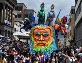 """موكب عملاق وأقنعة وتماثيل غريبة فى مهرجان """"السود والبيض"""" بكولومبيا"""