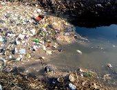 صور.. شكوى من تراكم القمامة والمخلفات فى ترعة بقرية شطورة بسوهاج