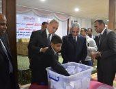 صور .. محافظ قنا يشهد إجراء القرعة العلنية لتسليم 16 سيارة ربع نقل للشباب