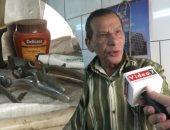 فيديو.. أقدم حلاق فى مصر: حلقت للإنجليز وشكرى سرحان.. والمهنة باظت بعد مابقت بالكهربا