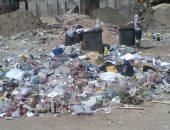 صور.. تلال القمامة بين الكتلة السكنية فى المنطقة الخضراء بالمنتزة