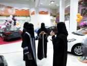 صور.. افتتاح أول معرض للسيارات مخصص للنساء فى السعودية