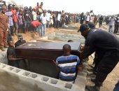 صور.. دفن 73 قتيلا بعد أعمال عنف بين مزارعين ورعاة ماشية بنيجيريا