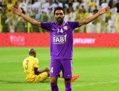 حسين الشحات يتوج بجائزة أفضل لاعب فى الدورى الإماراتى باختيار الجمهور