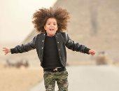 صور.. الطفلة «شيزو» فى الأهرامات لتنشيط السياحة