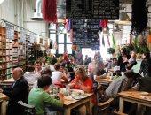 إغلاق المئات من محلات سلسلة مطاعم شهيرة فى بريطانيا بسبب نقص الفراخ