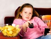 تناول الأطفال الوجبات السريعة يعرضهم لفقدان الشهية أو الشراهة بالمراهقة