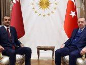 فيديو وصور.. دجاجة شركسى أم خيال مآتة..  شاهد كيف ظهر تميم بعد استدعائه لتركيا؟