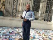 صيدلى يبيع الكتب تحت شعار: الغاوى يشترى بخسارة واللى بيتمنظر بغلى عليه