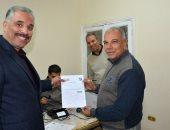 والد محمد صلاح يوقع توكيلا لتأييد السيسى فى انتخابات الرئاسة