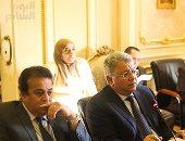 رئيس جامعة عين شمس: عندنا طالب باع فكرة بحثه بمليون ونصف لإحدى الشركات - (صور)