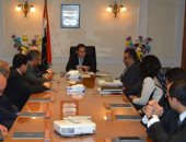 وزير قطاع الأعمال الجديد يجتمع بقيادات الوزارة والعاملين بالوزارة