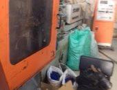 صور.. ضبط مصنع بأبو النمرس يستخدم مواد مصنعة من القمامة فى إنتاج أجهزة طبية