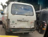 قارئ يرصد سير ميكروباص بدون أرقام فى شوارع حجر النواتية بالإسكندرية