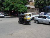 """الـ""""توك توك"""" يتحدى مرور القاهرة بالسير فى شارع شبرا الرئيسى بالقاهرة.. صورة"""