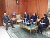 محافظ بورسعيد يبحث إقامة مصنع للنسيج مع مستثمرين إيطاليين ومصريين