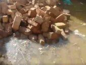 قارئ يشكو غرق شوارع قرية الريانية فى الأقصر بمياه الصرف الصحى