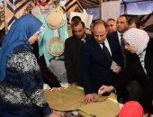 محافظ الإسكندرية يفتتح معرض المنتجات اليدوية بمشاركة 100 أسرة