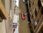 صور.. غرق شارع عبد الرحيم القيادى بفيصل لكسر ماسورة مياة