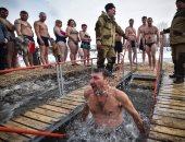 صور.. مواطنو قيرغستان يسبحون فى المياه الجليدية احتفالا بعيد الغطاس