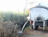 """قارئ يرصد سيارة تابعة لمركز أشمون تلقى بالصرف فى ترعة """"البيشة"""""""