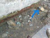 بالصور .. ماسورة مياه مكسورة تغرق شوارع منطقة فم الخليج