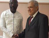 """""""محلب"""" يسلم رئيس ليبيريا """"جورج ويا"""" رسالة من السيسى"""