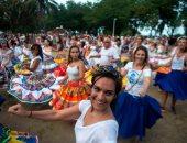 صور.. جميلات البرازيل يتجمعن فى ريو دى جانيرو للاحتفال بكرنفال الشوارع