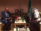 سامح شكرى والجبير يتفقان على مواصلة التشاور حفاظًا على الأمن القومى العربى