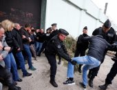 صور.. اشتباكات واعتقالات بين الشرطة الفرنسية وحراس السجون