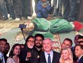 فنان هندى يفضح جرائم إسرائيل بوضعها خلفيات لسيلفى نجوم بوليوود مع نتنياهو