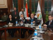 صور.. وزير الزراعة يشهد توقيع 4 عقود لإقامة 5 مشروعات للإنتاج الداجنى
