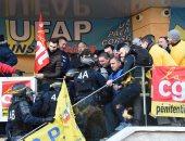 صور.. الشرطة الفرنسية تفض إضراب لحراس السجون بعد توسعه لـ115 مركز اعتقال