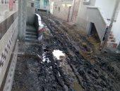 أهالى عزبة الصيادين بكفر الشيخ يطالبون برصف إحدى الطرق وإزاحة المجارى