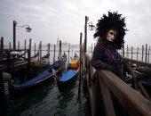 صور.. إثارة وسحر فى انطلاق فعاليات كرنفال البندقية بإيطاليا