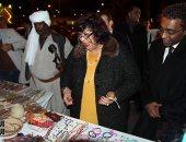 وزيرة الثقافة تشهد عروض حلايب وشلاتين بمعرض الكتاب