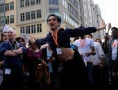 صور.. مظاهرة للمثليين والمتحولين جنسيا أمام برج ترامب فى واشنطن