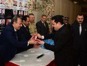محافظ الإسكندرية ومدير الأمن وقائد المنطقة الشمالية يكرمون أسر شهداء الشرطة