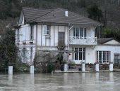 صور.. فيضانات تغرق شوارع باريس بعد ارتفاع منسوب نهر السين لمستوى قياسى