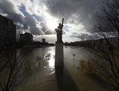 نهر السين يغضب على باريس ويغرق مئات المنازل والمحلات