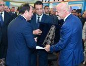 رئيس شركة إينى يهدى الرئيس السيسى تذكارا بمناسبة افتتاح حقل ظهر (صور)