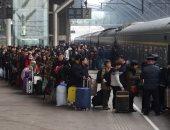 صور.. زحام شديد على القطارات بالصين استعدادا لعطلة عيد الربيع