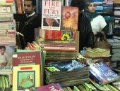 """""""النار والعضب"""" يسيطر على اهتمامات زوار سور الأزبكية بمعرض الكتاب"""