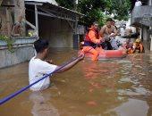 السلطات الإندونيسية تجلى الآلاف عن العاصمة بسبب الفيضانات