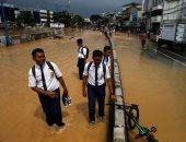 فيضانات وانهيارات أرضية تضرب إندونيسيا