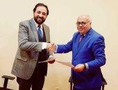 أيمن رشوان يوقع عقود انضمامه لاذاعة 95 اف ام
