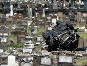 تحطم سيارة رياضية فى مدينة سيدنى بأستراليا وسقوطها وسط المقابر (صور)