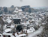 صور.. إلغاء عشرات الرحلات الجوية بمطارات باريس بسبب تساقط الثلوج