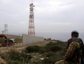 صور.. الاحتلال يستمر فى بناء جدار عازل مع لبنان بحراسة الأمم المتحدة